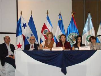 Opening the event. Head table (left to right) Ms. Maureen Ballestero, President Pro-tempore of GWP Central America, Mr. Herman Rosa Chavez, Minister of Environment and Natural Resources of El Salvador and President Pro-tempore of the CCAD, Ms. Rocio Cordoba, coordinator Water Management Unit, IUCN Mesoamerica and Caribbean Initiative.